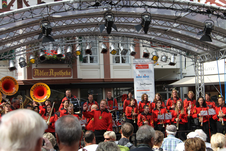 Oompah Band creating music and a good time at Bernkastel Wine Festival